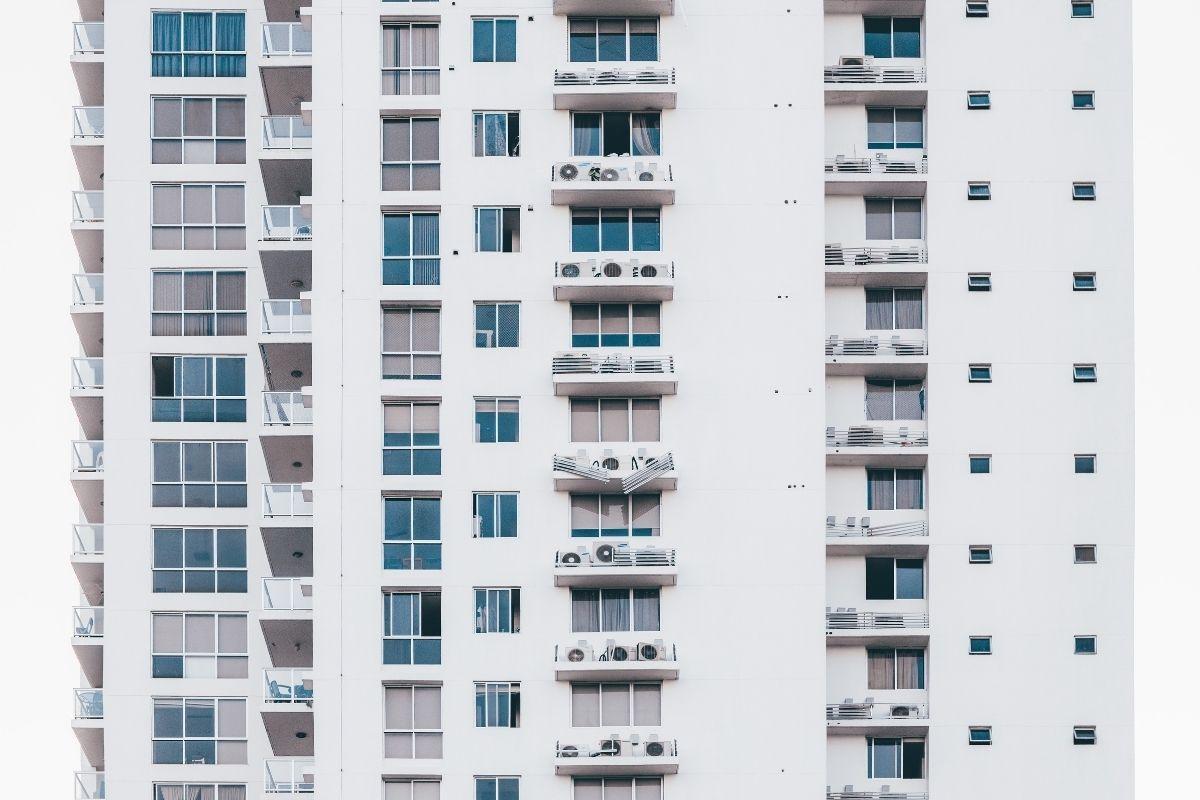 """Kredyt na pierwsze mieszkanie: jak się przygotować do złożenia wniosku, czyli poradnik dla """"młodego"""" kredytobiorcy"""